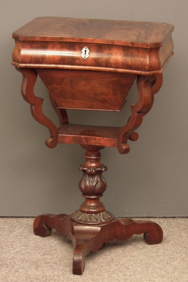 Antique furniture antique cupboards antique tables for Table 6 pieds louis philippe