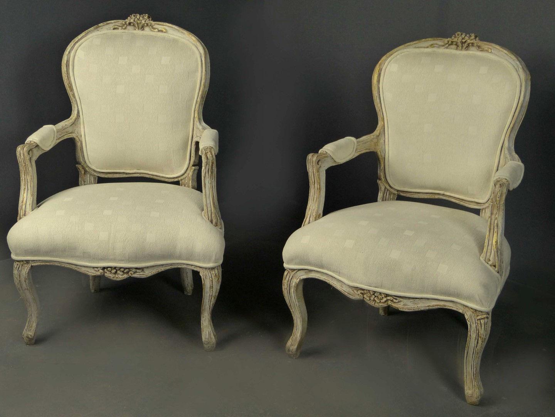 Antique furniture antique cupboards antique tables for Sofas tapizados clasicos